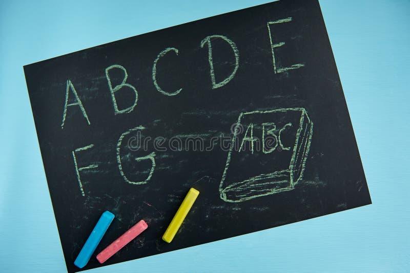 Alphabet d'ABC, tableau noir, bureau d'école photos libres de droits