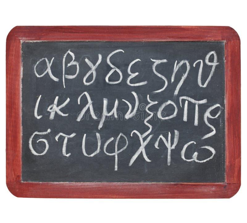 Alphabet grec sur le tableau noir photos stock
