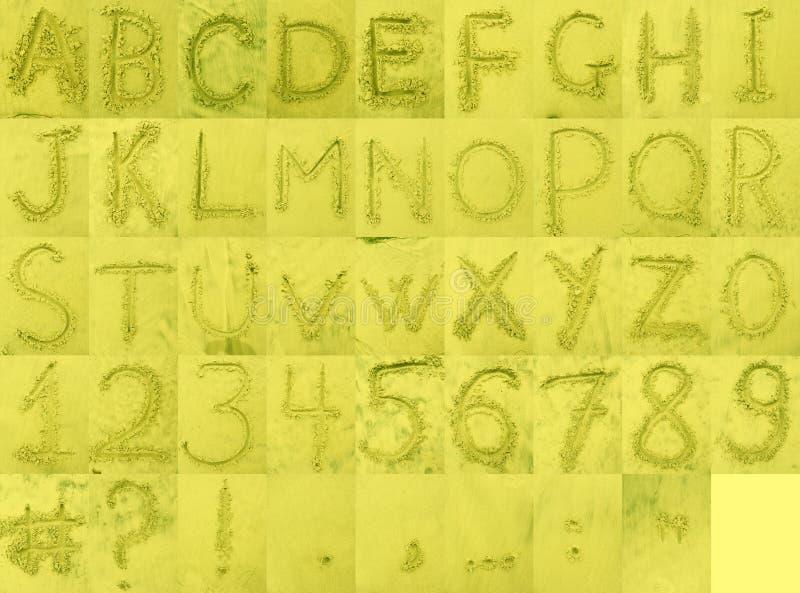 Alphabet sur le sable de plage image libre de droits