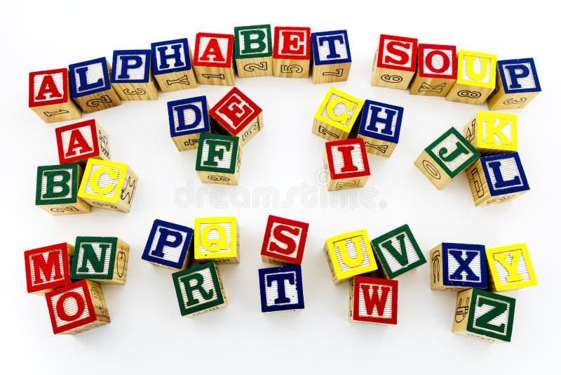 Alphabetsuppen-Holztype-Weißhintergrund lizenzfreie stockfotos