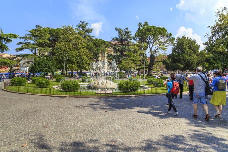 Alpi della fontana sul reggiseno della piazza, Verona immagini stock libere da diritti