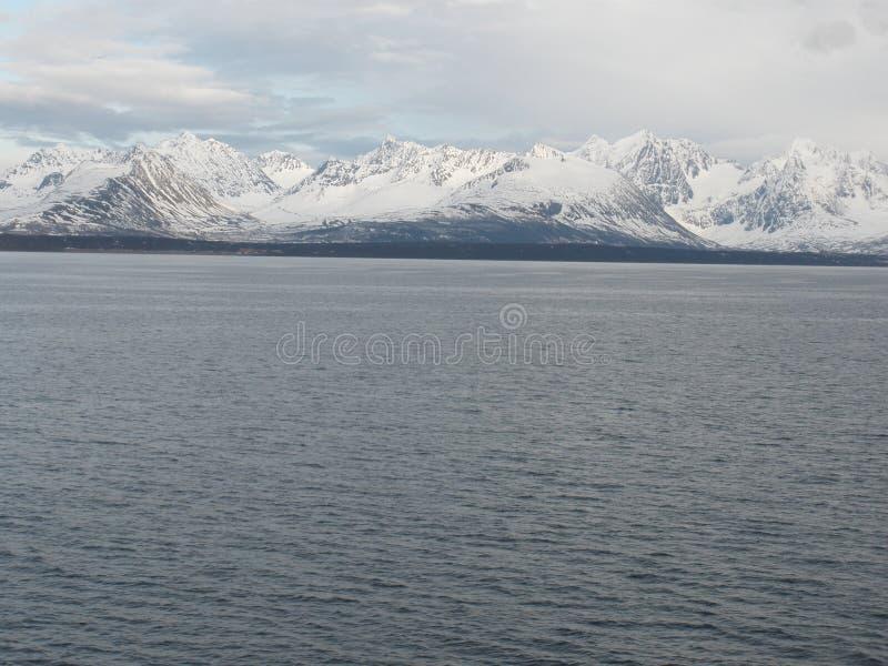 Alpi di Lyng, a nord di Tromso immagini stock libere da diritti
