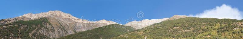 alpi Panorama alpino vicino a Salbertrand, sul confine della Francia Italia Picchi di montagna in sole di primo mattino fotografia stock