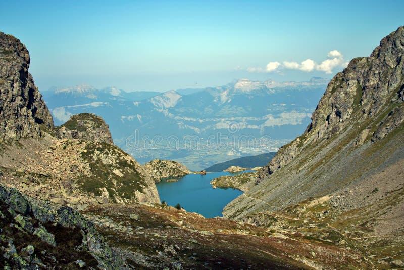 Alpien bergmeer stock fotografie