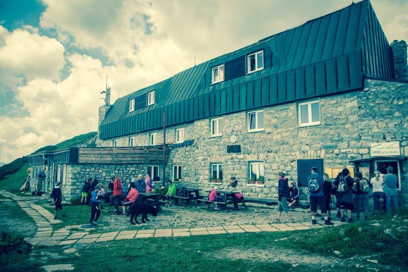 Alpien chalet Chata M r Stefanika in Lage Tatras, Slowakije royalty-vrije stock fotografie