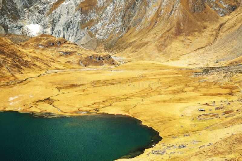 Alpien landschap in Cordiliera Huayhuash royalty-vrije stock foto