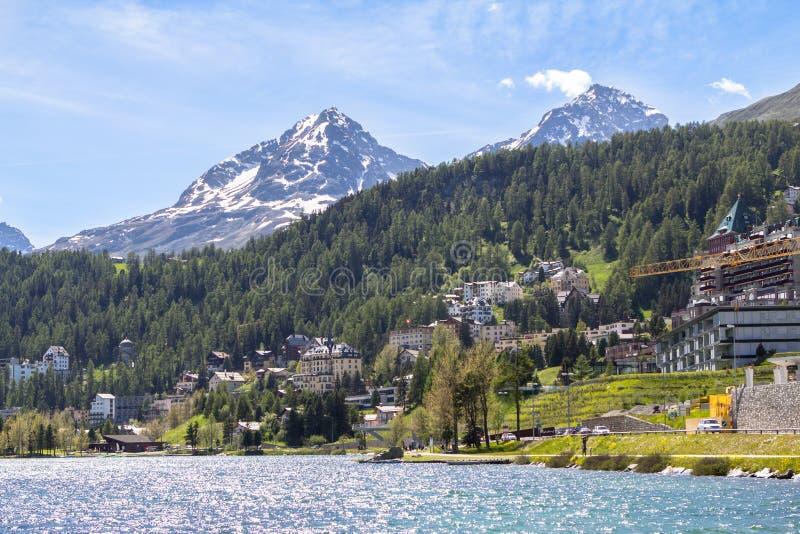 Alpien landschap met St Moritz meer, Zwitserland royalty-vrije stock foto