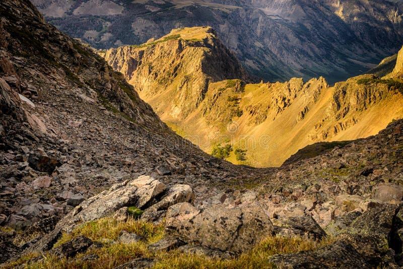 Alpiene bergen boven timberline op Beartooth-Pas, Montana stock afbeeldingen