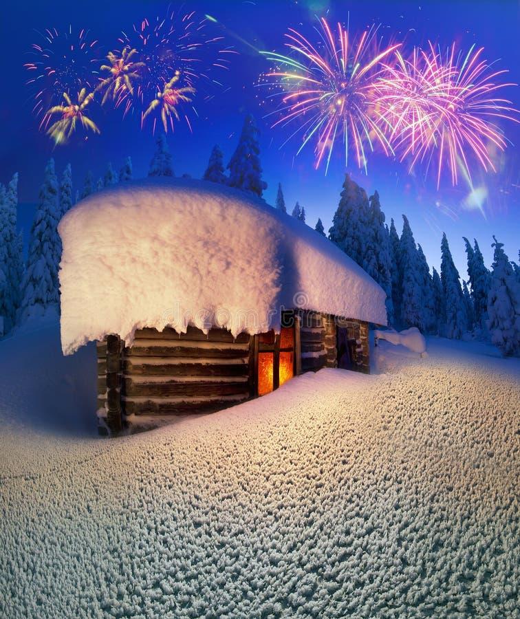 Alpiene hut in de wilde bossen royalty-vrije stock afbeelding