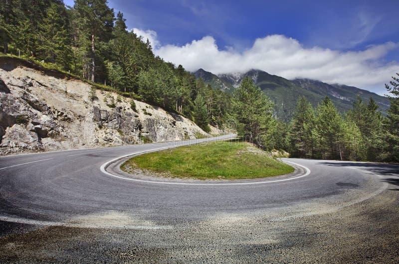 Alpiene weg stock afbeeldingen