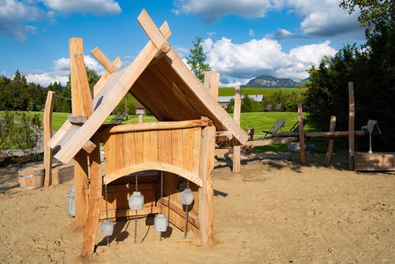 Alpiene zuivelfabriek op speelplaats in Duitse Alpen stock foto's