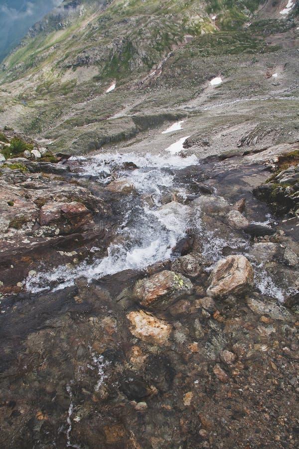 alpin bäck arkivbilder