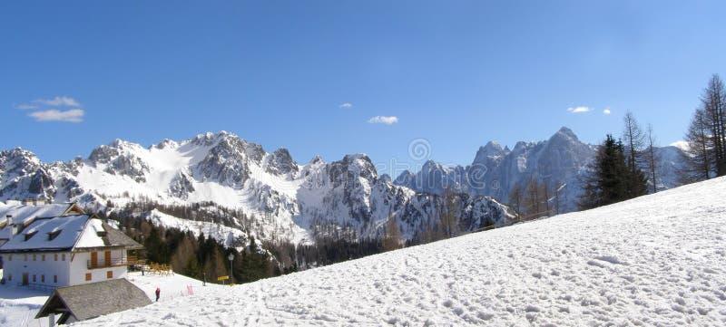 alpin bergpanoramaby royaltyfria foton