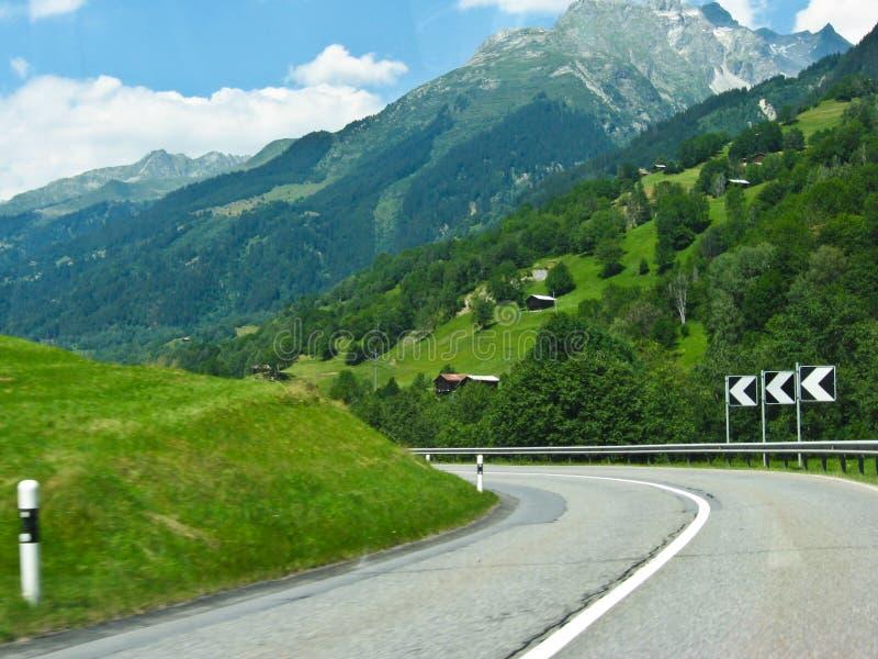 alpin bygd Europa switzerland arkivbild