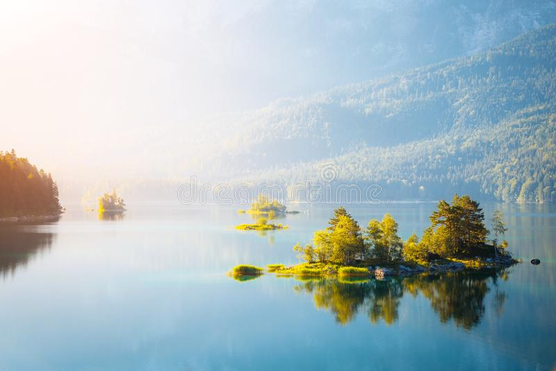 alpin härlig lake arkivbilder