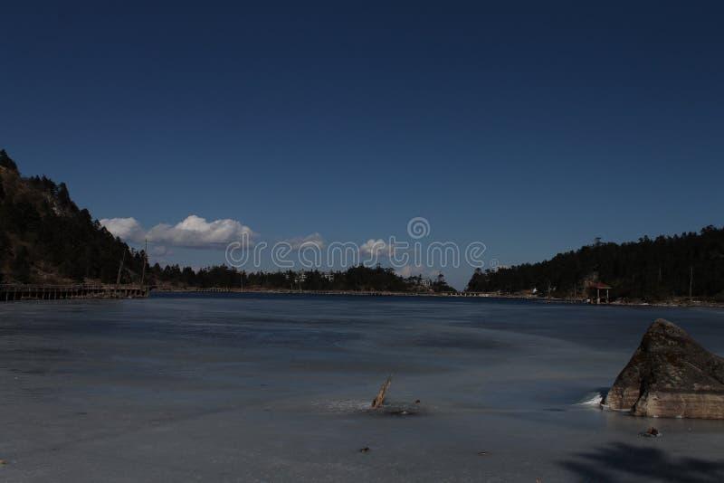 alpin is- lake royaltyfria bilder
