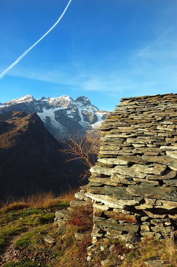 alpin lantgård royaltyfri bild