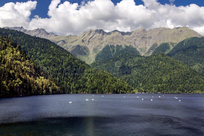 Alpin sjö Ritsa i republiken av Abchazien arkivfoto