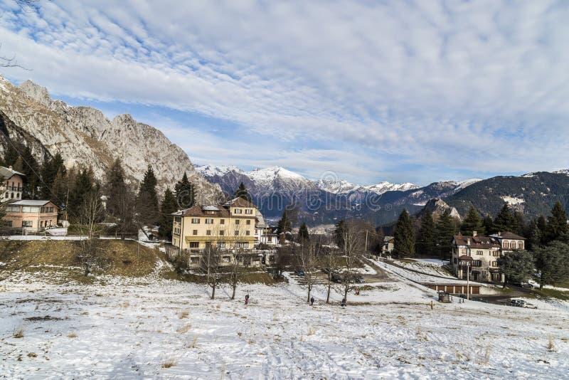 Alpin snö arkivfoto