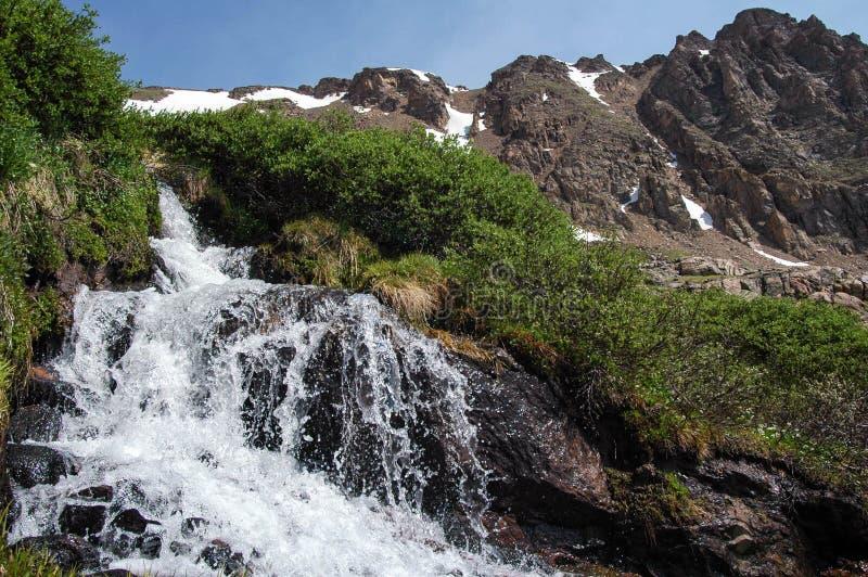 alpin vattenfall arkivfoto