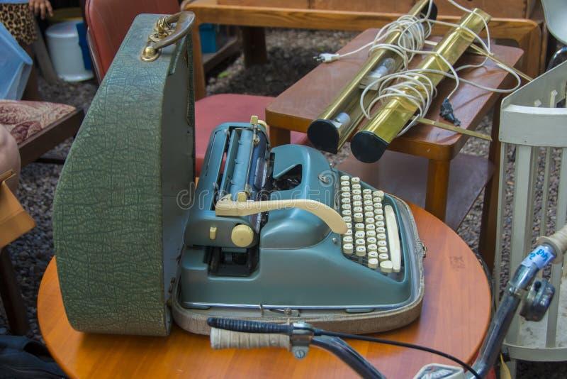 Alpina打字机待售在Mauer市场上 库存照片