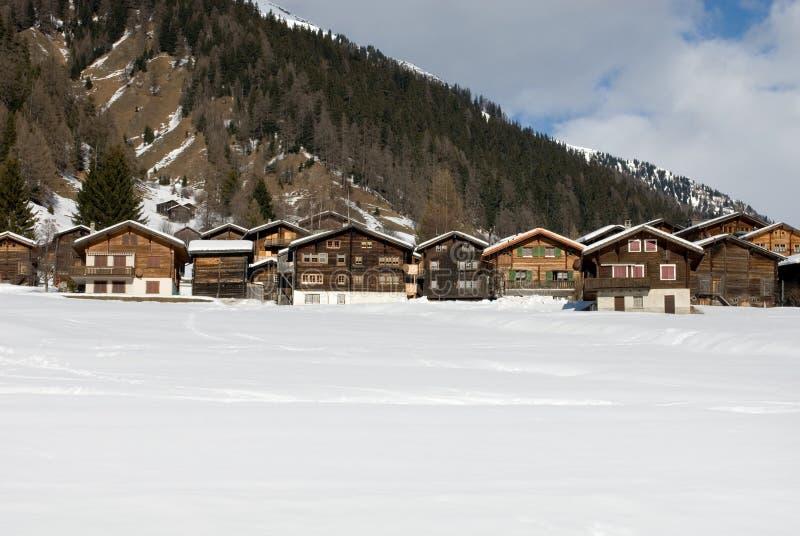 alpina chalets royaltyfri bild