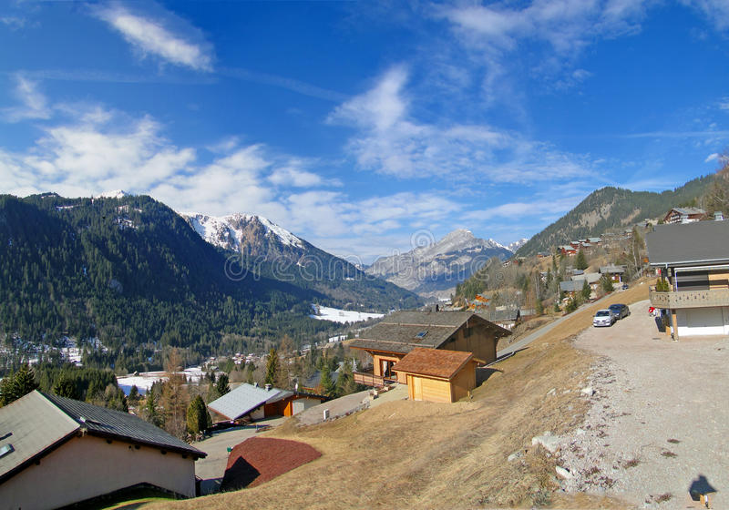 Alpina chalets arkivfoto