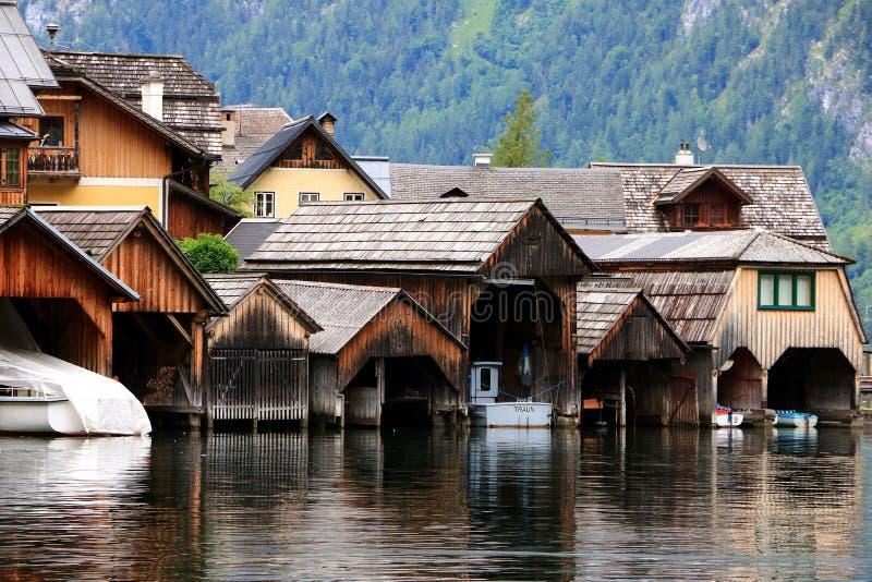 Alpina hus i Hallstatt royaltyfri fotografi
