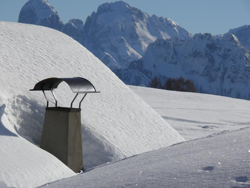 Alpine Landschaft der Dolomit mit Schnee Trentino lizenzfreies stockbild