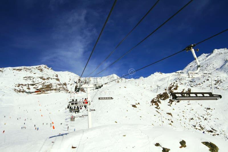 Alpiner Aufzug des Winters lizenzfreies stockfoto