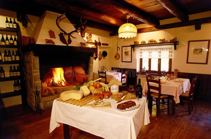 Alpiner Gaststätte-Aufenthaltsraum stockbild