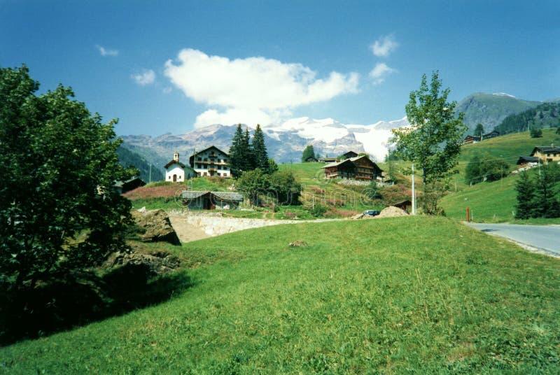 Alpines Dörfchen, Alpen, Italien stockbilder