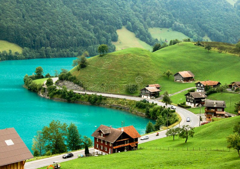 Alpines Dorf stockbild