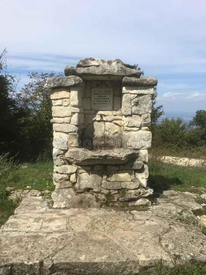 Alpini monument arkivbild