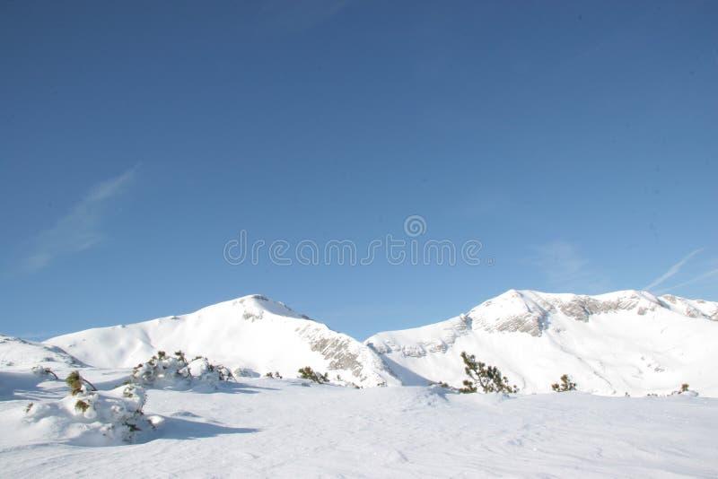 Alpinisme d'hiver dans les montagnes de Rofan photographie stock