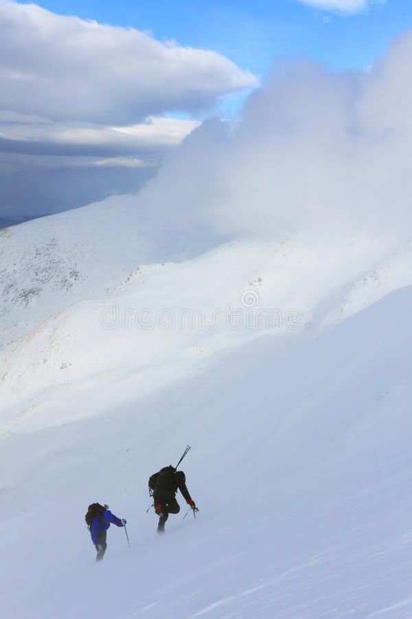 Alpinistas de Cimbing foto de archivo libre de regalías