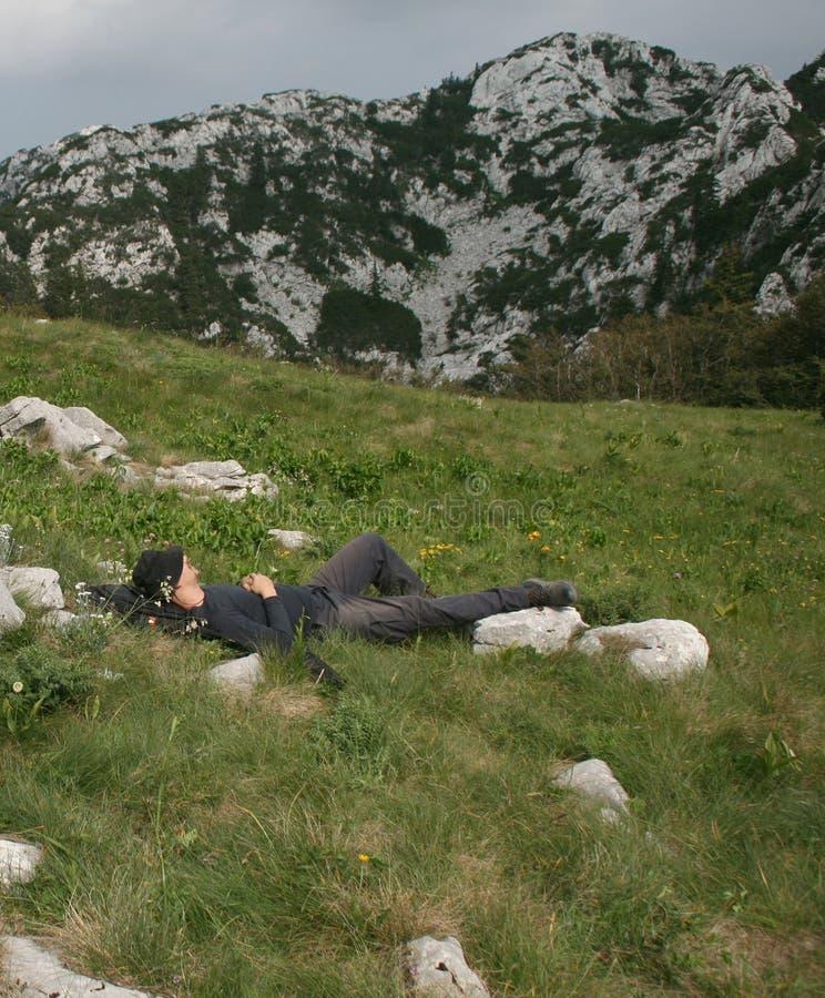 Alpiniste/prise d'un petit somme image libre de droits