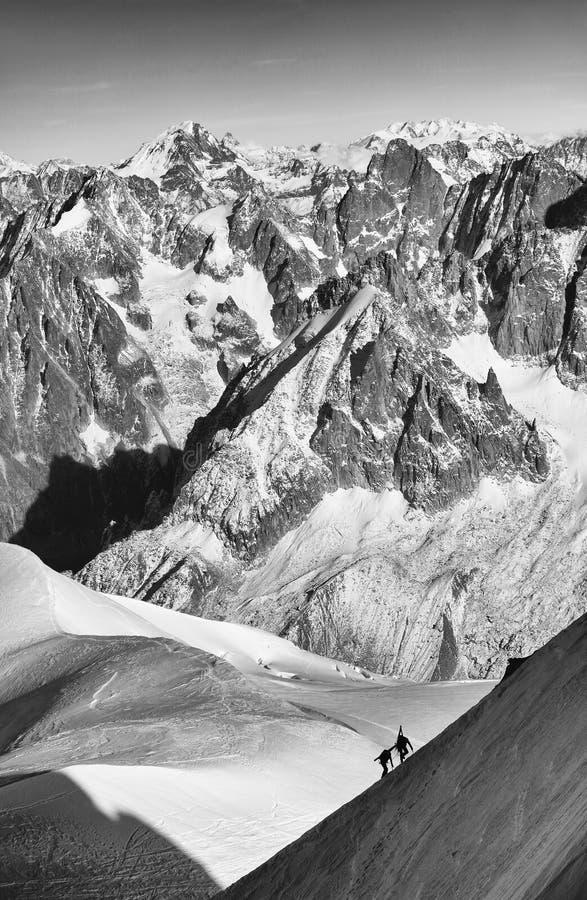 Alpinisten, die im Haute Savoie, Frankreich klettern lizenzfreie stockfotos