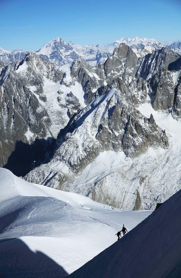 Alpinisten, die im Haute Savoie, Frankreich klettern lizenzfreie stockbilder