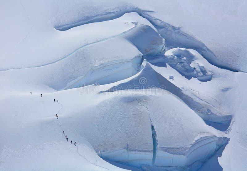 alpinists blanc du mont tacul royaltyfri bild