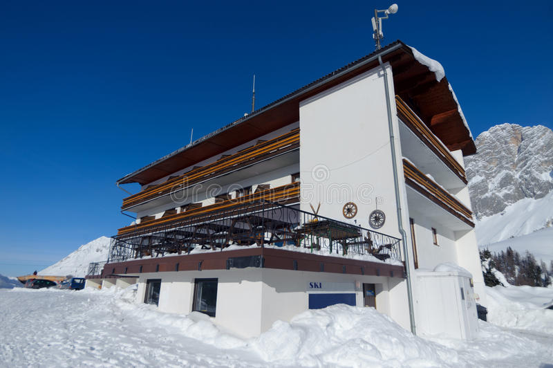 Alpint hotell fotografering för bildbyråer
