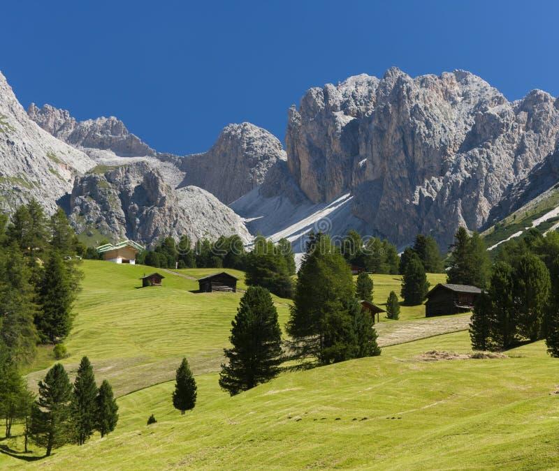 Alpint landskap för Dolomites arkivbilder