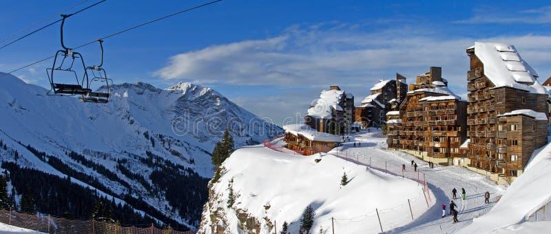 Alpint skida spårar arkivfoto
