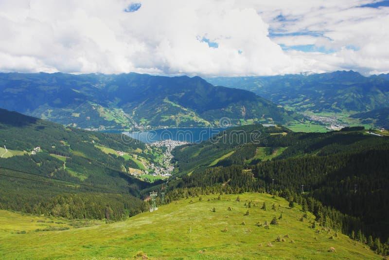 alpsÖsterrike kaprun ser för att skida lutningszell royaltyfri foto