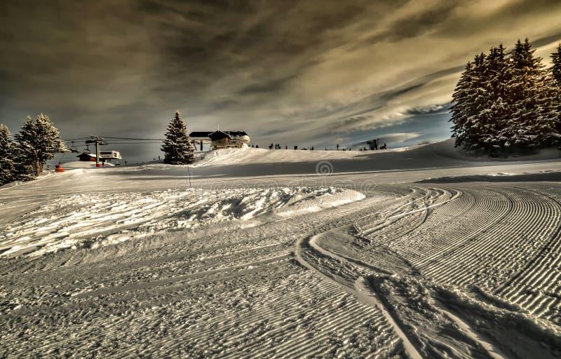 alps krańcowy ochrony kurortu narty ślad zdjęcia royalty free