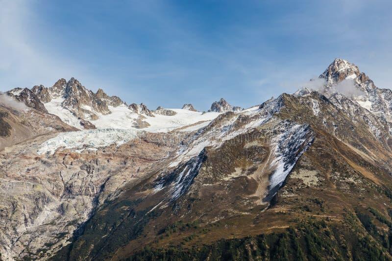 Alps pasmo górskie Podczas letniego dnia - Francja zdjęcia stock