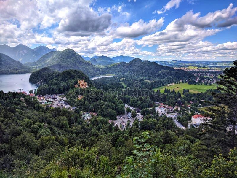 Alpsee湖鸟瞰图从新天鹅堡城堡新的Swanstone城堡,菲森,巴伐利亚西南部,德国的 库存图片