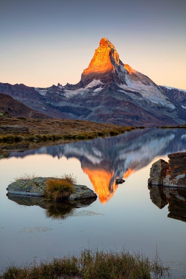 alpsmatterhorn schweizare fotografering för bildbyråer