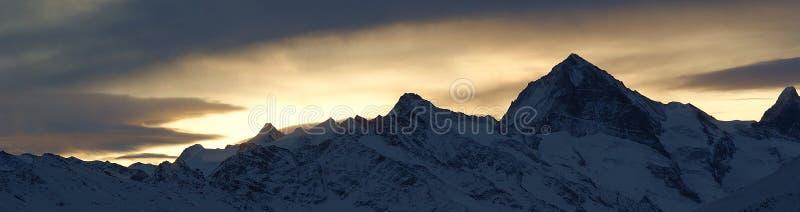 alpssoluppgångschweizare arkivfoton