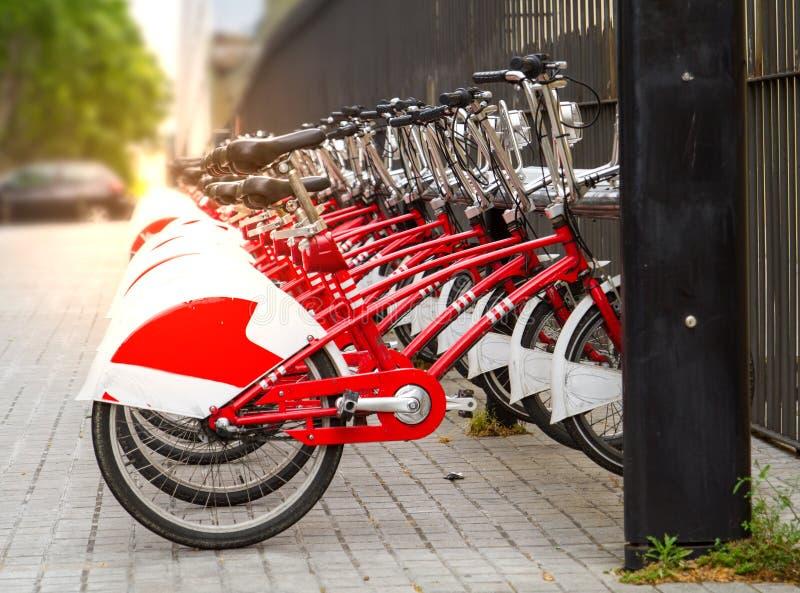Alquile una estación de la bici en la ciudad de Barcelona, España fotografía de archivo